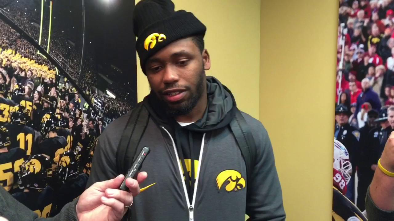 Wadley: Crowd at Kinnick 'contributed to victory'