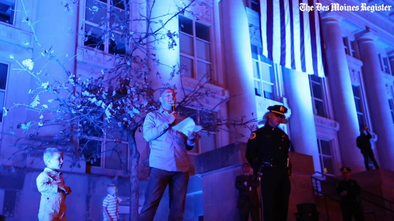"Des Moines Police officer sings ""Amazing Grace"" at vigil for fallen officers"