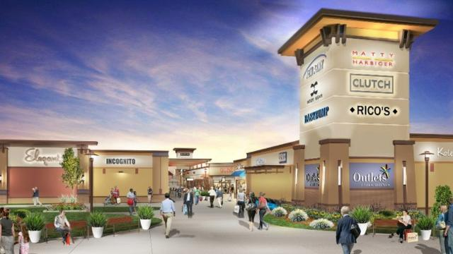 Des Moines Shopping >> Exclusive Altoona Outlet Mall Signs 24 Stores Here S Who S Coming
