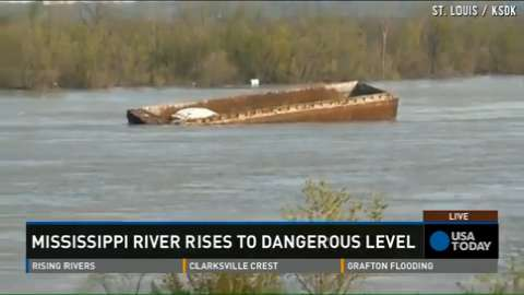 Mississippi River floods: 114 barges break loose