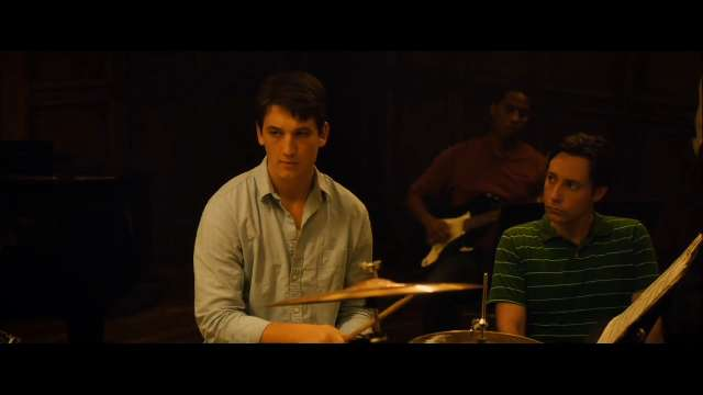 A young drummer enrolls at a cutthroat music conservatory where his dreams of greatness are mentored by an instructor who will stop at nothing to realize a student's potential.