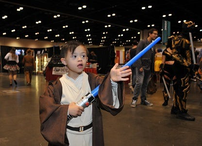 Young cosplayer gets nice surprise from Star Wars group