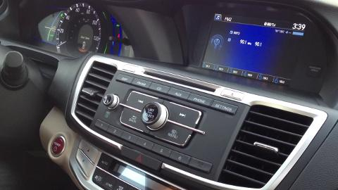 Auto review of the 2014 Honda Accord Hybrid