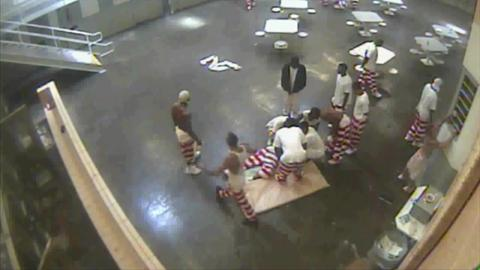 Prison video sheds light on the May 25, 2014 murder of Kendrick Walker. Did a tower officer help inmates carry out the killing? (Video by Jerry Mitchell/ The Clarion-Ledger)