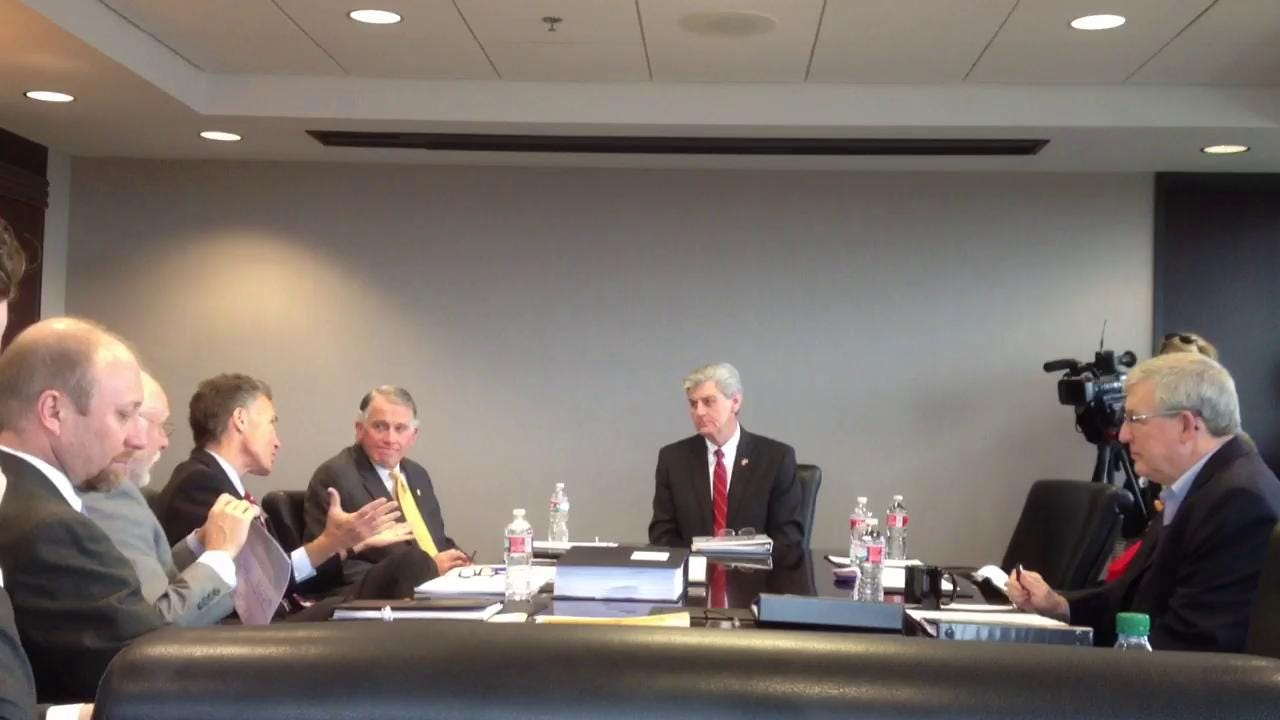 Gov  Bryant, Mike Moore discuss contracts