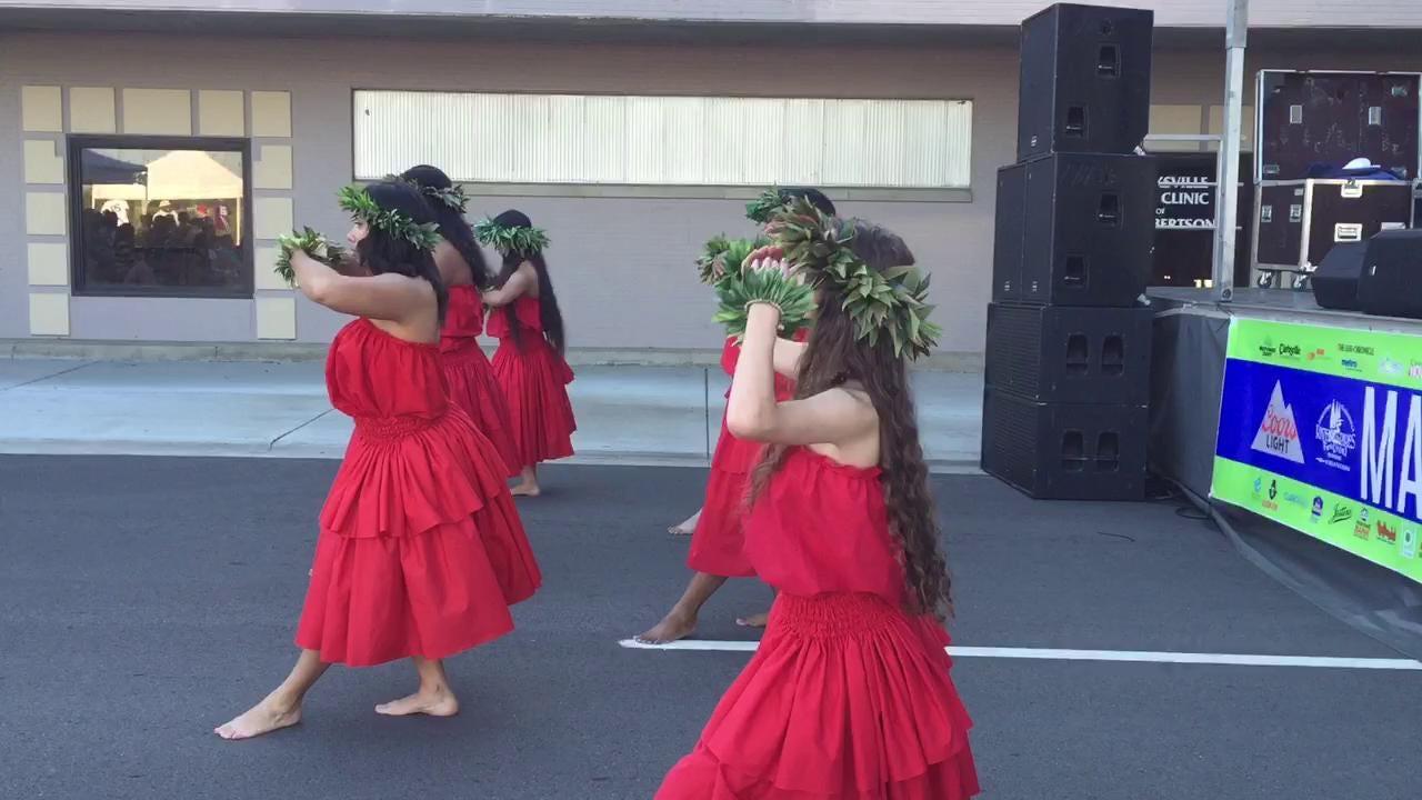 Hawaiian dancers at Rivers and Spires