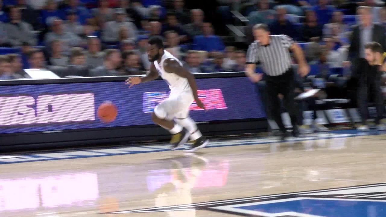 VIDEO: Giddy Potts' huge transition dunk