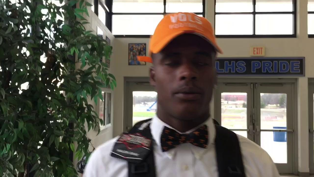 Signing day: La Vergne's Maleik Gray