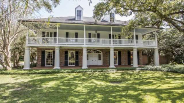 Mansion on the Market: Girard Park Dr. This 5BR, 5BA home is listed at $995,000.
