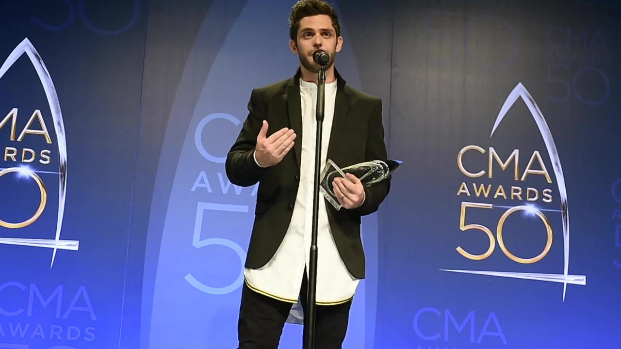 Thomas Rhett accepts Single of the Year Award
