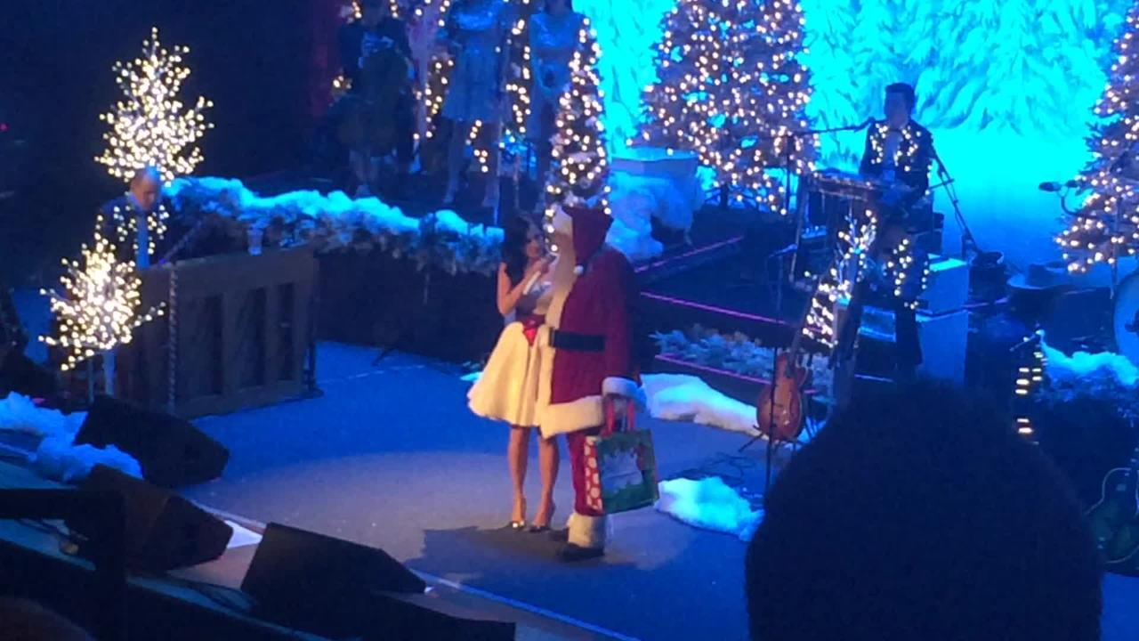 Kacey Musgraves\' Christmas show delivers glitter, gut punches at Ryman