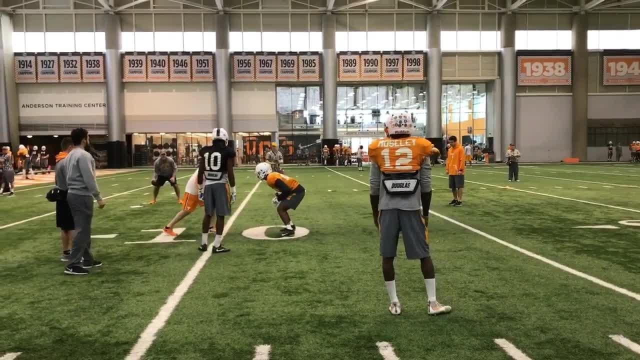 Tennessee coaches rock out, get hands on