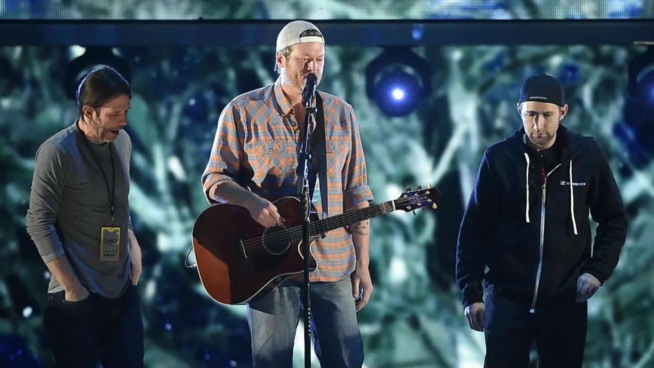 Blake Shelton rehearses for the People's Choice Awards