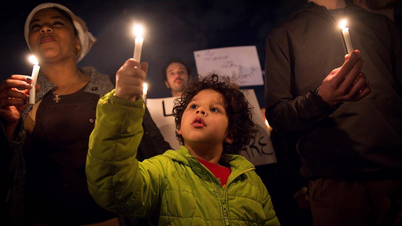 Thousands attend vigil in support of immigrants and refugees