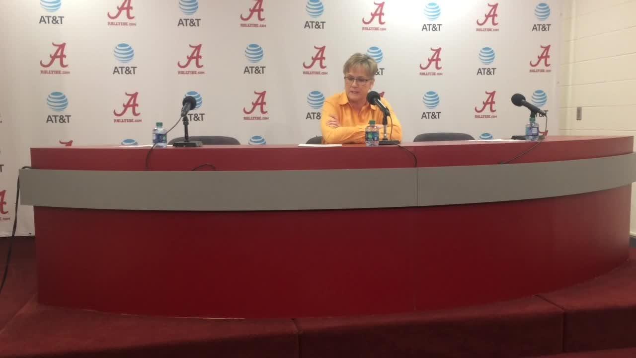 Video: Holly Warlick on Diamond DeShields' status, loss to Alabama