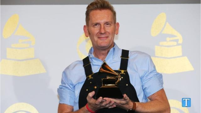 Video: Rory Feek gives emotional speech after Grammys win