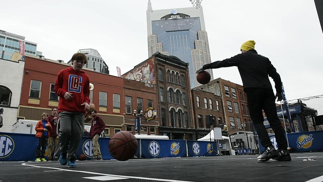 Fans have fun during SEC tourney