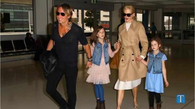 Video: Keith Urban Receives Surprise From Daughters Before ACMs