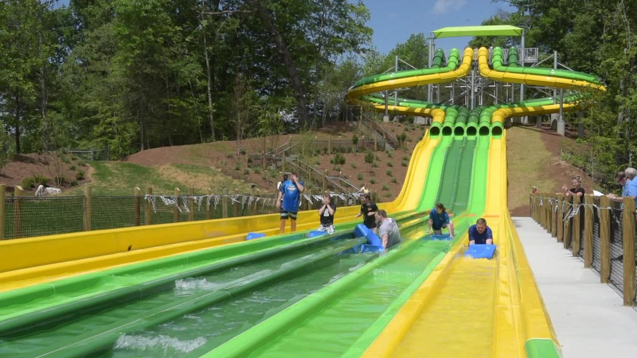 What's it like to ride the TailSpin racer at Dollywood?