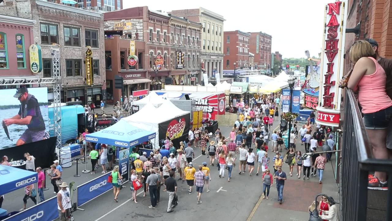 CMA Fest fans decked out in cowboy boots, hats hit up Nashville's lower Broadway