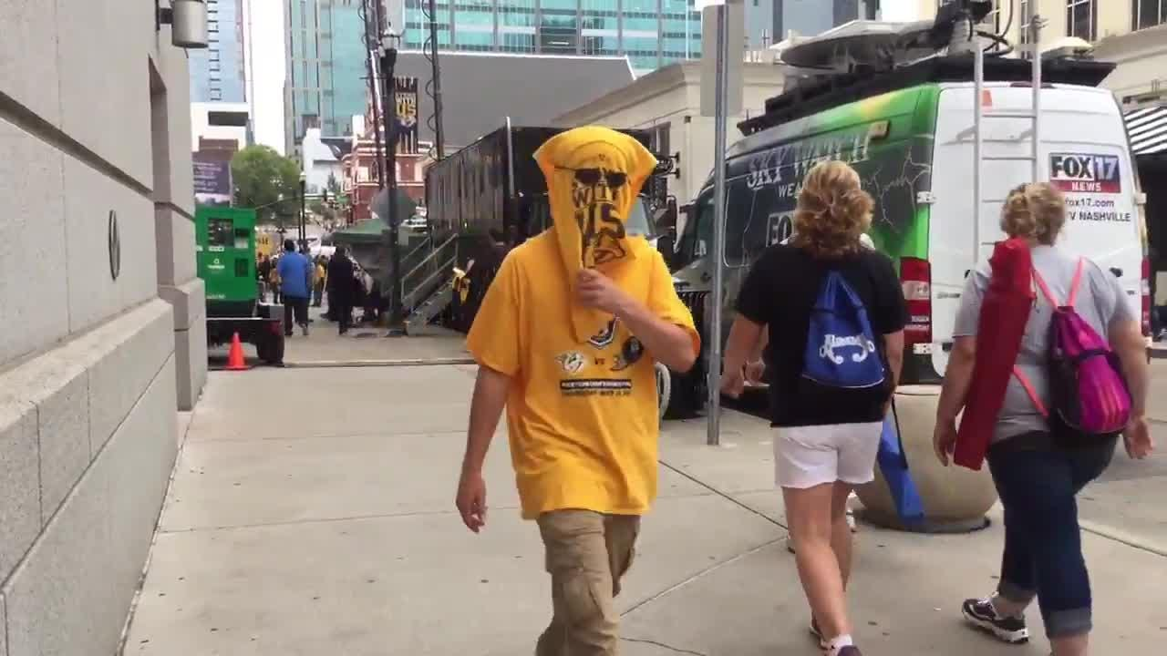 Nashville Predators fans wears towel as mask