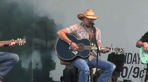 Jason Aldean performs a free show in downtown Nashville