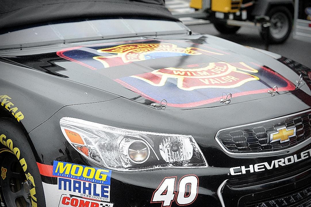 NASCAR driver pays tribute to fallen firefighters