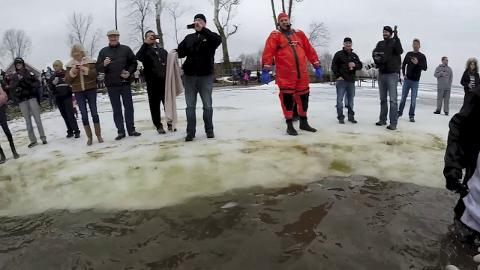 Raw video: Jump in to a frozen Buckeye Lake with CentralOhio.com reporter Blake Williams. Blake Williams, Matthew Berry/CentralOhio.com