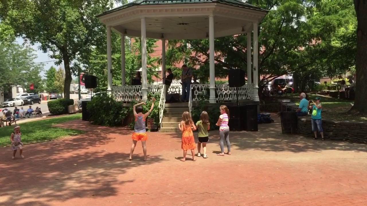 Children dance to Agent 99.