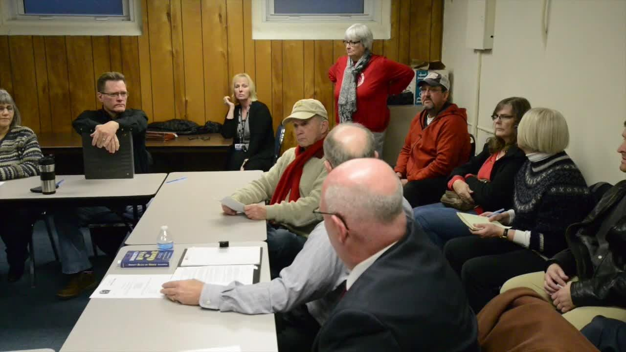 Former investigator speaks out at council meeting