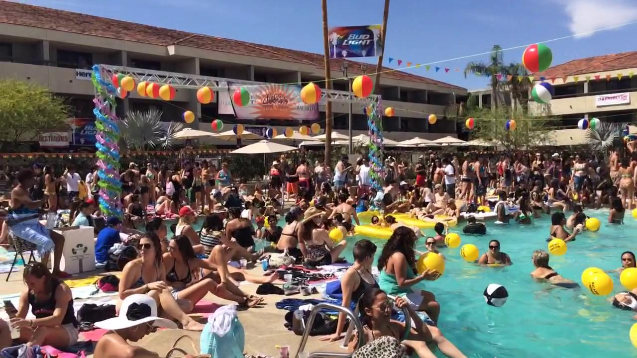 The Dinah Weekend marked its 25th year with pool parties and concerts in Palm Springs. (April 5, 2015)