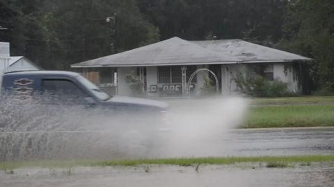 Heavy thunderstorms cause minor flooding on Fairfield Drive