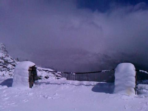 Snow on Donner Summit on Wednesday, Oct. 5, 2011. Video by Tim Dunn.
