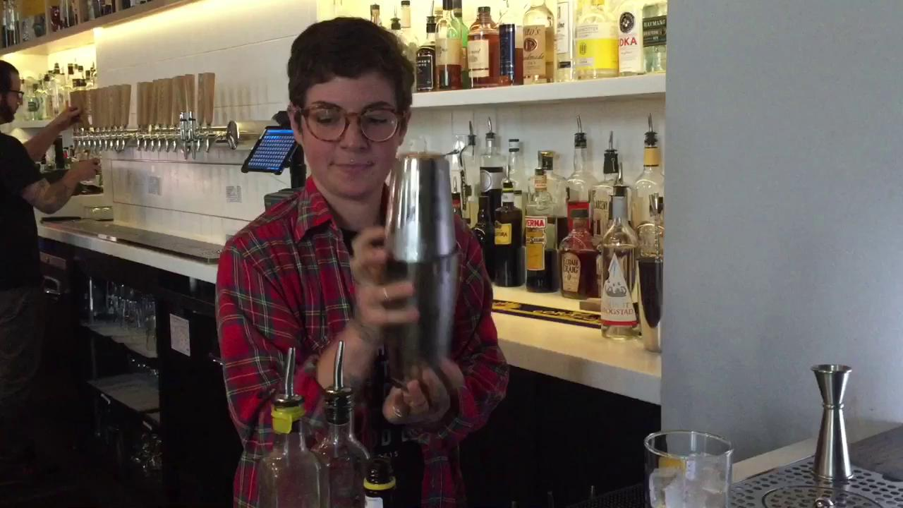 How to make a Fitzgerald cocktail
