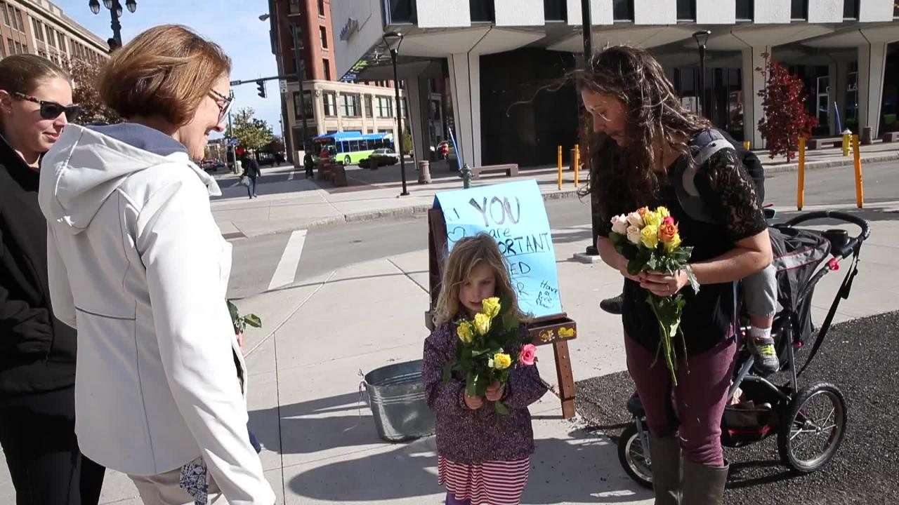Henrietta mom hands out flowers after stressful election season