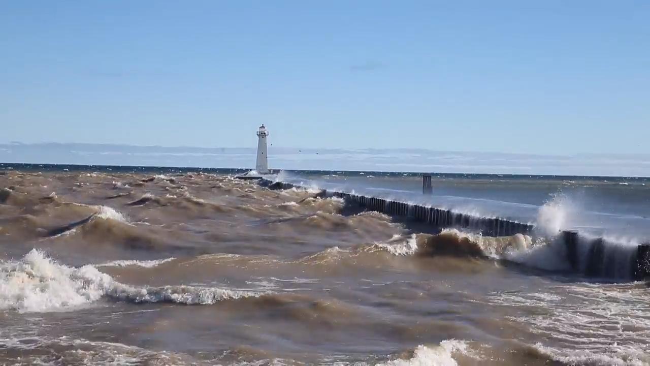 Raw video: Waves pummel Sodus Point pier