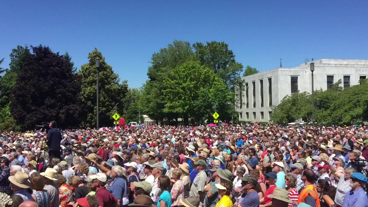 Thousands gather at Capitol for Franklin Graham