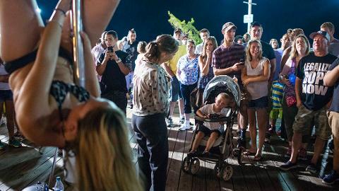 Pole dancer enlivens Ocean City, Maryland, boardwalk