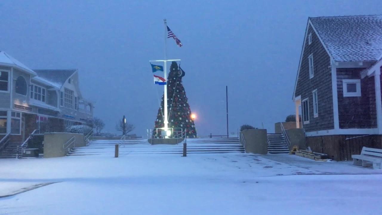 Raw: Snow falls on Bethany Beach boardwalk