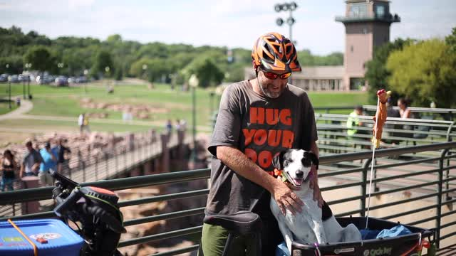 Mike Minnick and his dog are biking across the U.S. to raise awareness for pet shelters, but they ended up being stuck in Sioux Falls after a blown tire.