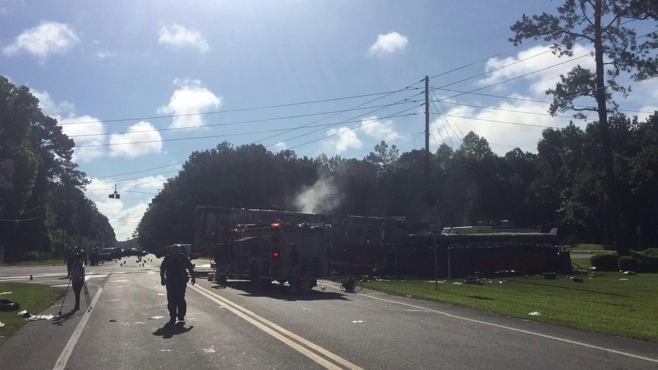 5 dead in bus crash on Highway 98