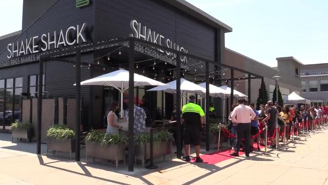 Westchester's first Shake Shack opens at the Cross County Shopping Center in Yonkers, July 22, 2016. (Video by Mark Vergari/The Journal News)