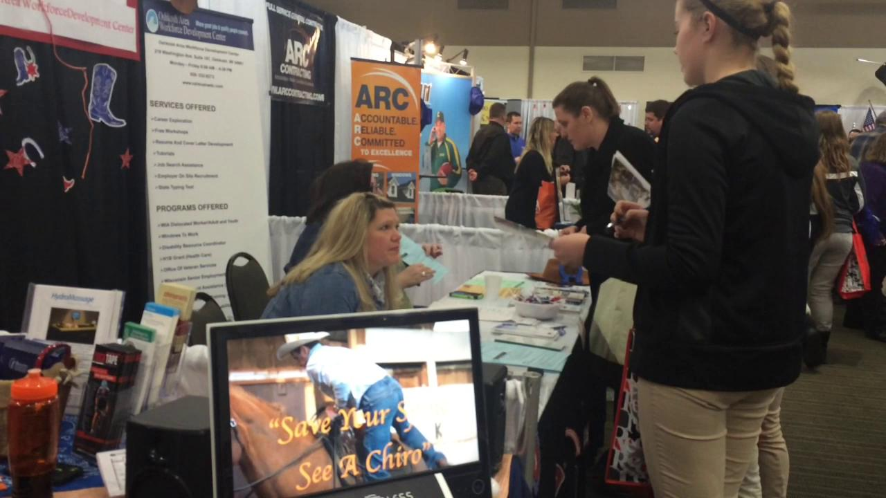 Oshkosh students connect to innovative careers, professionals