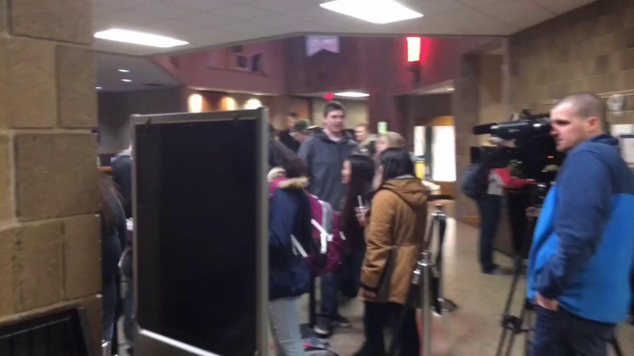 90-minute line to vote at UWGB