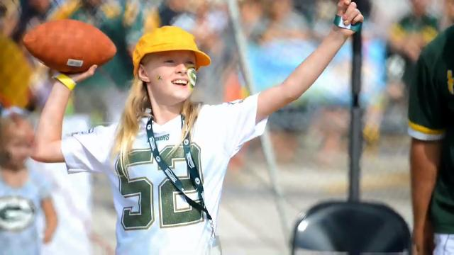 Thousands attend Packers Family Night