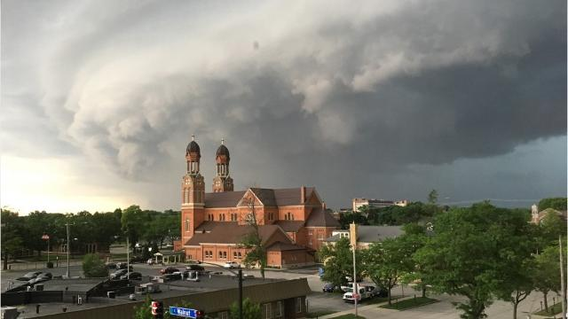 A fast-moving storm blew into the Green Bay area Wednesday afternoon, knocking out power to more than 5,000, damaging trees, and briefly placing the area under a tornado warning.
